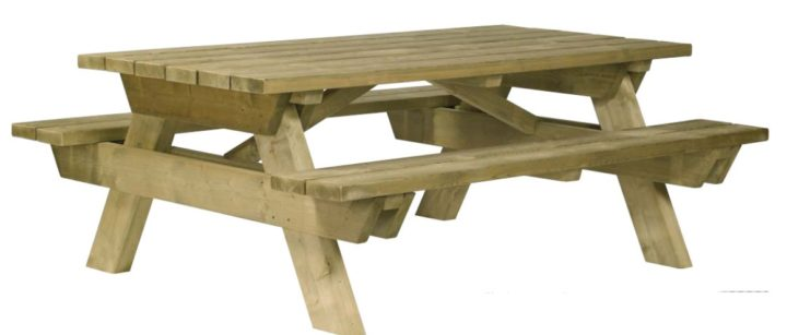 table de camping traditionnel